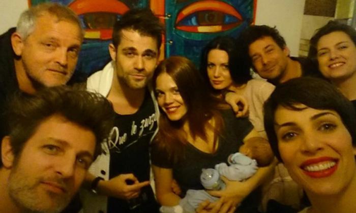 Los actores de 'Hospital Central' se reencuentran para conocer al bebé de Bárbara Muñoz