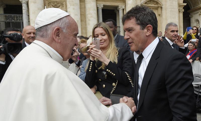 El encuentro de Antonio Banderas y Nicole Kimpel con el Papa