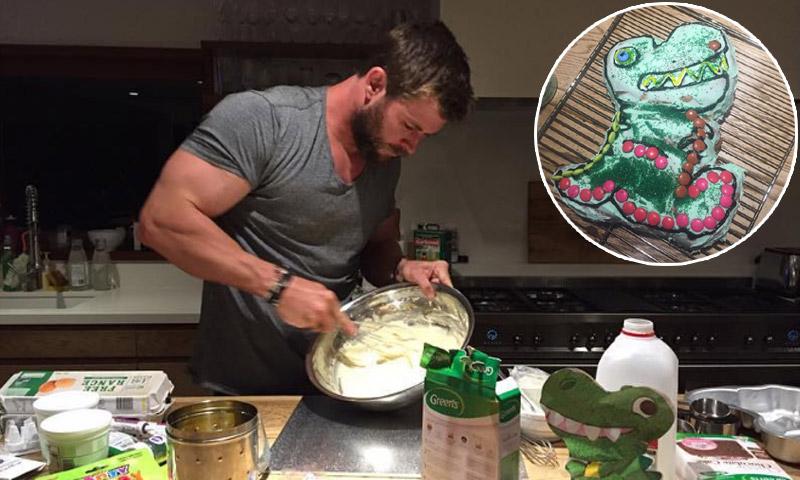 Cuando la tarta de su hija no llega a tiempo... el superpapá cocinillas Chris Hemsworth acude al rescate