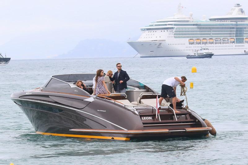 Espectaculares llegadas en barco o en avión, zapatos traicioneros... Todo lo que no se ve del Festival de Cannes