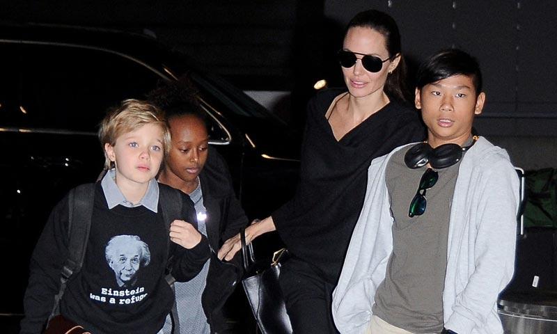 La historia de la familia que 'adoptó' Angelina Jolie en Camboya