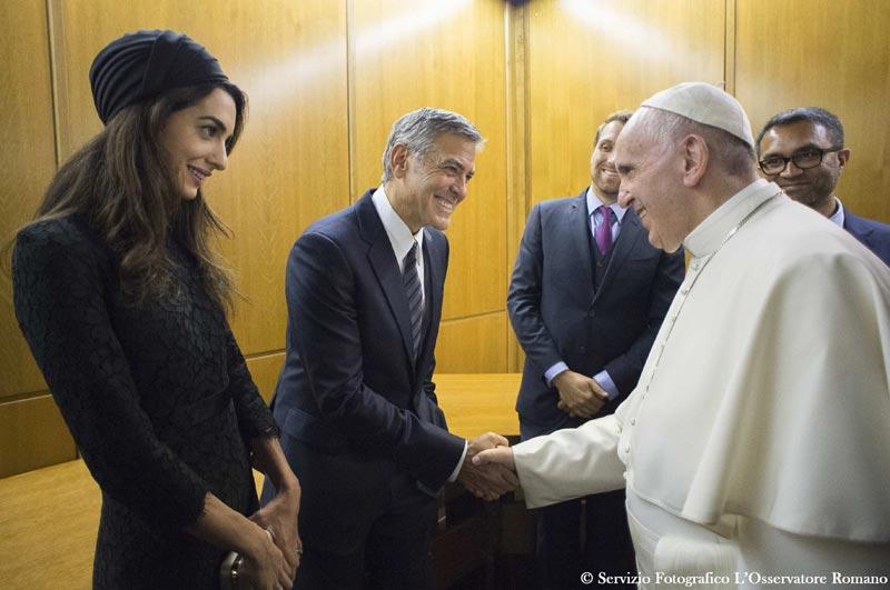 El Papa Francisco reconoce la implicación de George Clooney, Richard Gere y Salma Hayek en su proyecto