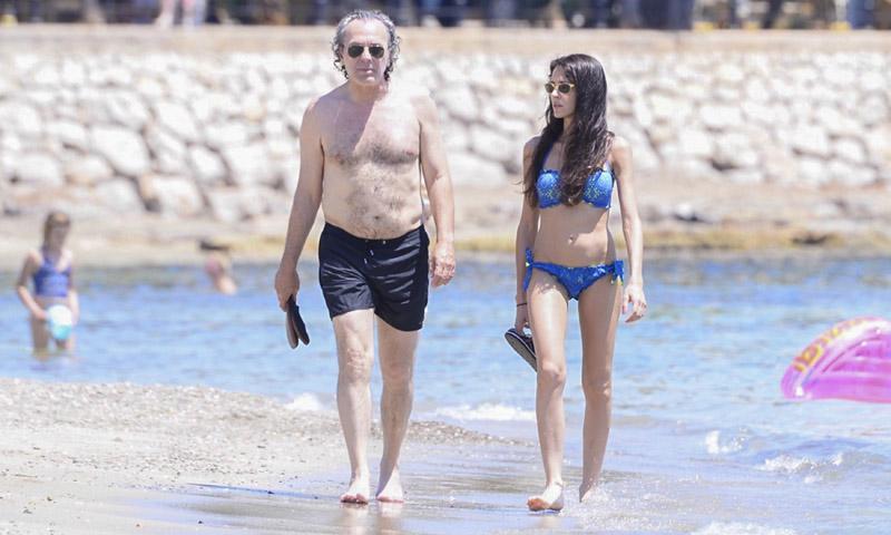 José Coronado se escapa a Ibiza con su novia, Elena González, y su hija Candela