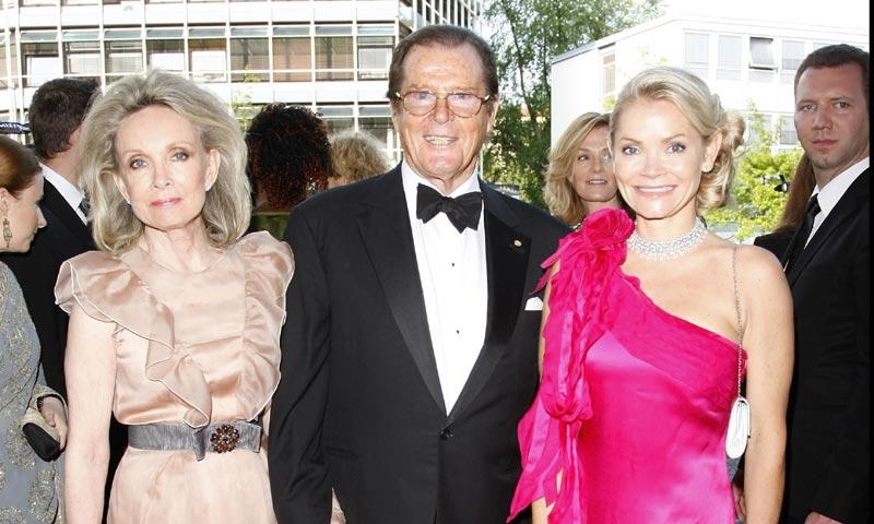 Roger Moore anuncia desolado la muerte de su hija