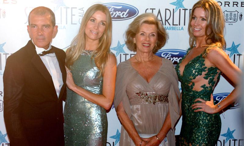 Antonio Banderas se lleva a su 'suegra' de fiesta
