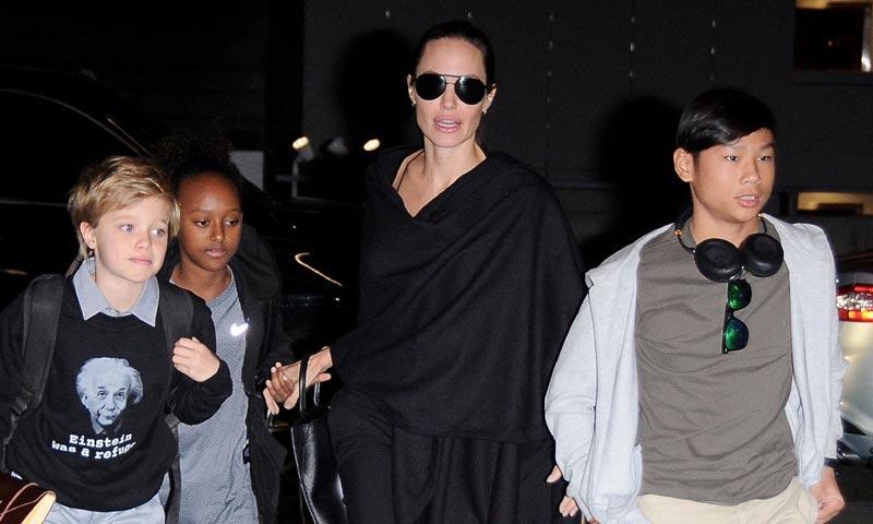 De noche y sin levantar revuelo, Angelina Jolie se muda con sus hijos de Malibú a Hidden Hills