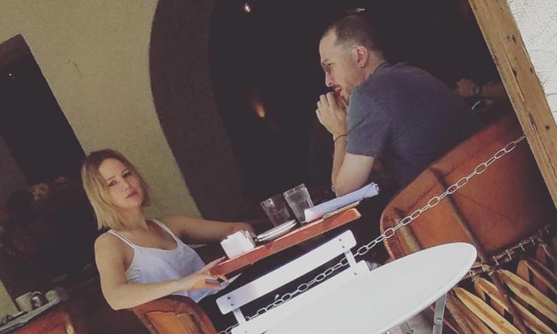 Es un laureado cineasta, tiene 47 años y es padre de un niño. ¿Quién es la nueva conquista de Jennifer Lawrence?