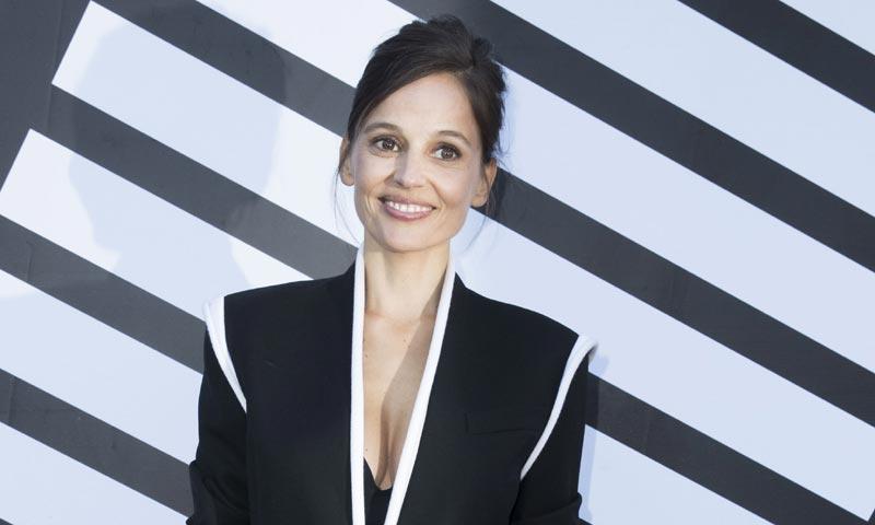 En ¡HOLA!, la actriz Elena Anaya sorprende presumiendo de embarazo