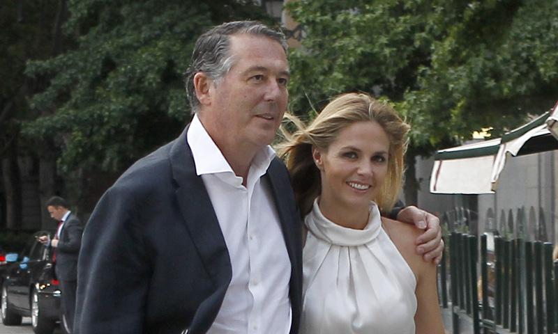 En ¡HOLA!, el apasionado beso que confirma la reconciliación de Genoveva Casanova y José María Michavila