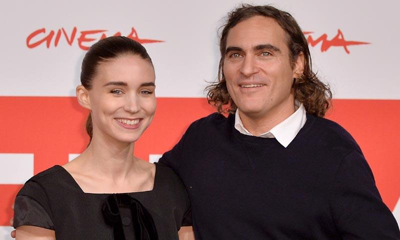 Joaquin Phoenix y Rooney Mara, ¿enamorados?