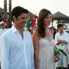 La íntima boda de Andrés Caparrós en una playa al atardecer