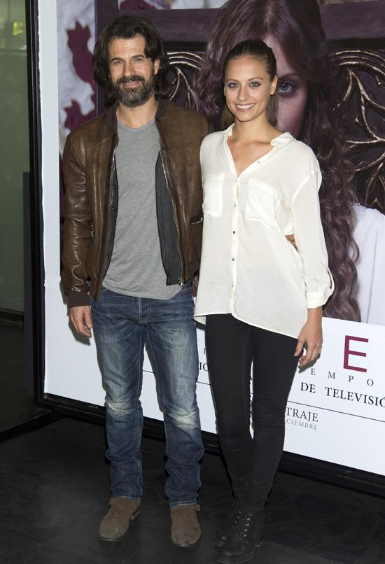 Rodolfo Sancho y Michelle Jenner muestran el vestuario de 'Isabel'