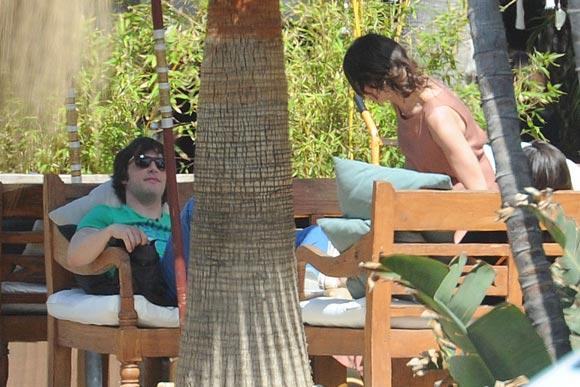 Eva González y Jordi Cruz, un momento de relax en Marbella tras rodar 'MasterChef'