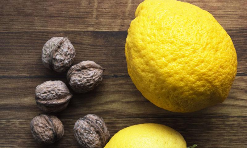 El limón y las nueces, juntos en este delicioso bizcocho