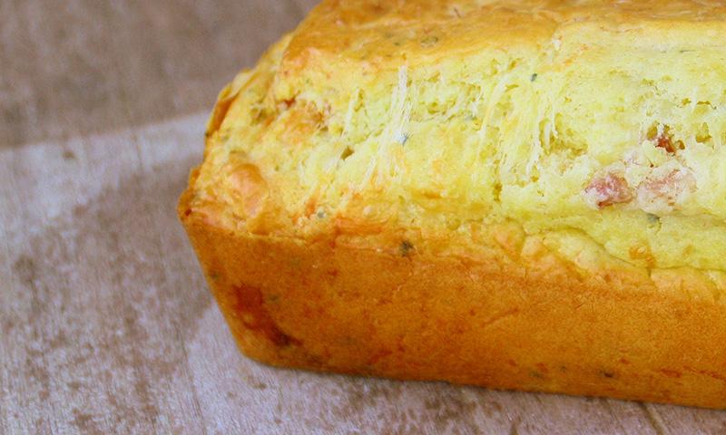 Aprende a elaborar un bizcocho salado de queso y jamón ibérico