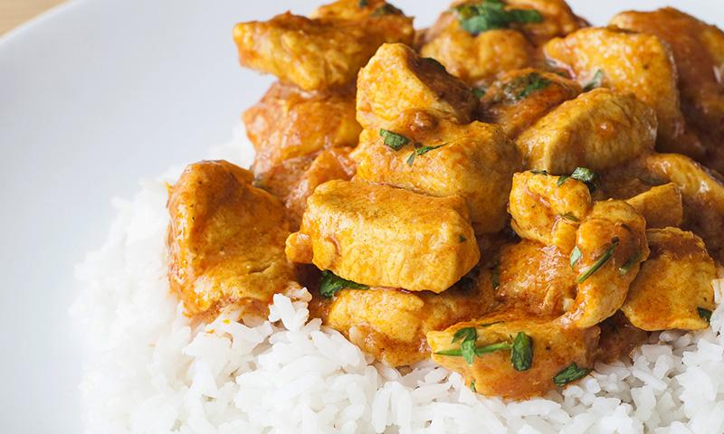 Pollo en salsa korma, ¡anímate con la cocina india!