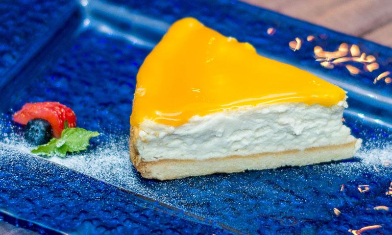 Tarta de queso fría con gelatina de mango, ¡un acierto para tus invitados!