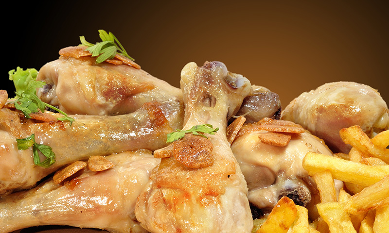 ¡Una receta para toda la familia! Pollo al ajillo con patatas y cerveza