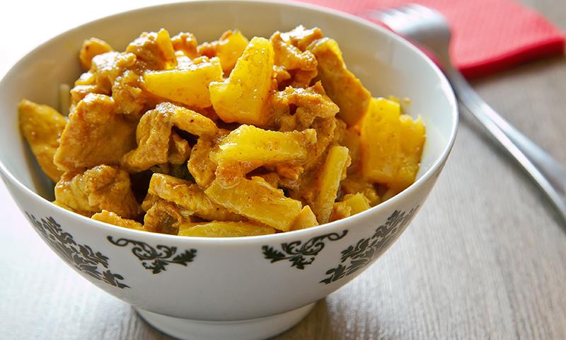 Mix de dulce y salado: Pollo al curry con piña y manzana