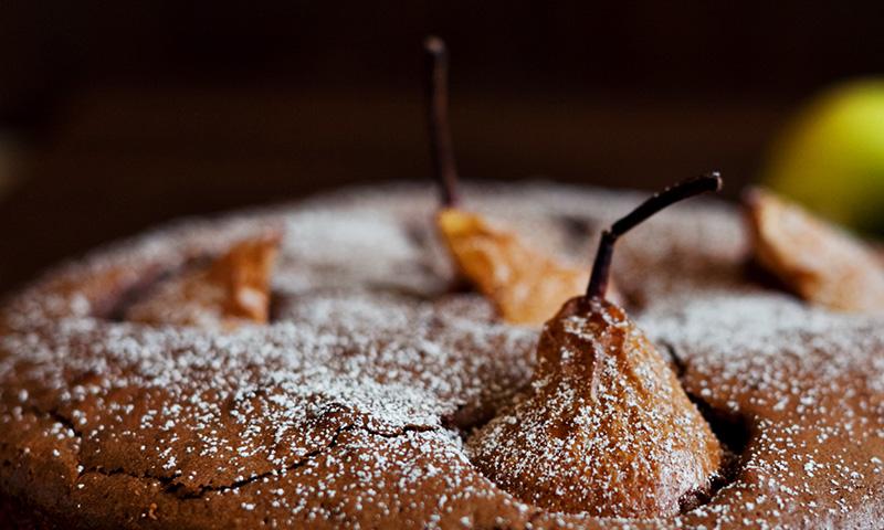 Tarta de cumpleaños de pera y chocolate