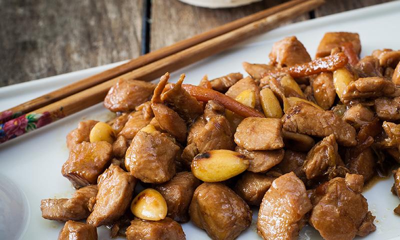 Pollo en salsa de almendras, una receta que reúne sabor y textura
