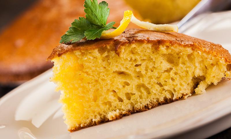 Dale un toque 'chic' a tus meriendas: bizcocho de limón con semillas de amapola