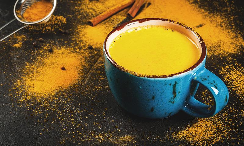 Aprende a preparar la leche dorada, una forma deliciosa de tomar cúrcuma