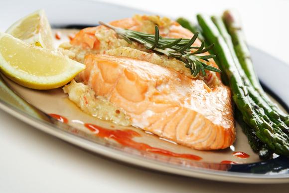 En el micro, en el frigo, en agua... ¿dónde es mejor descongelar el pescado?