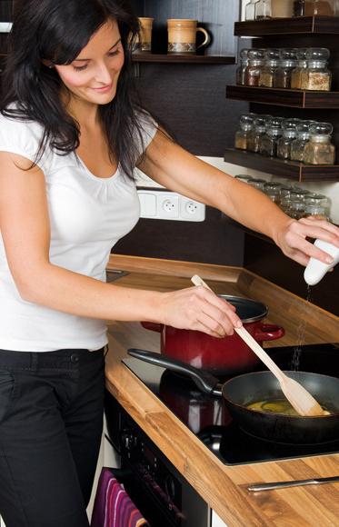Trucos de cocina c mo quitar el exceso de sal de un guiso for Cocinar para 40 personas
