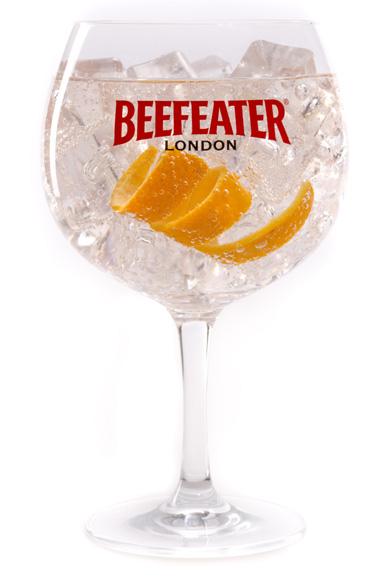 Coctelería: aprende a preparar un 'gin tonic' con un toque diferente