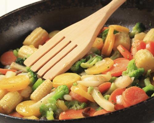 Trucos de cocina: el 'arte' de saltear los alimentos