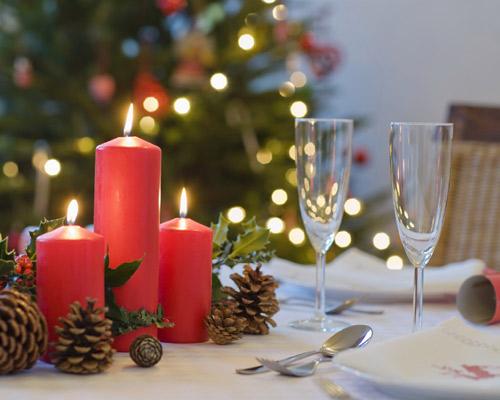Decorar la mesa para una ocasi n especial ocho pistas b sicas for Adornos navidenos para mesa
