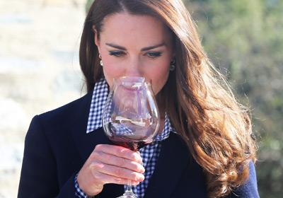 Melocotón, jazmín, café, canela, pimienta, almendras… ¿qué aromas podemos encontrar en un vino?