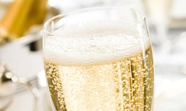 Bebidas con 'glamour': ¿en qué tipo de copa es preferible servir el exquisito champán francés?