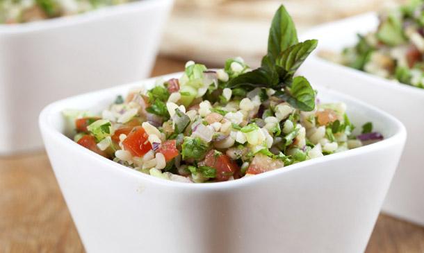 Cocina refrescante: aprende a preparar tabulé, la 'ensalada de Oriente Medio'