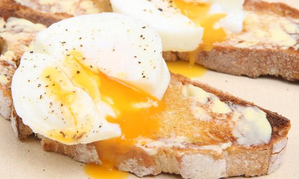 Huevos escalfados, 'mollet', pasados por agua... ¿cómo te gustan más?