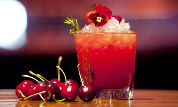 Clase de coctelería: ¿Te gustan las cerezas? ¡Te damos tres ideas para 'bebértelas'!