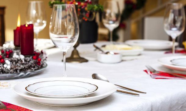 Decorar la mesa para una ocasi n especial ocho pistas b sicas - Adornar la mesa de navidad ...