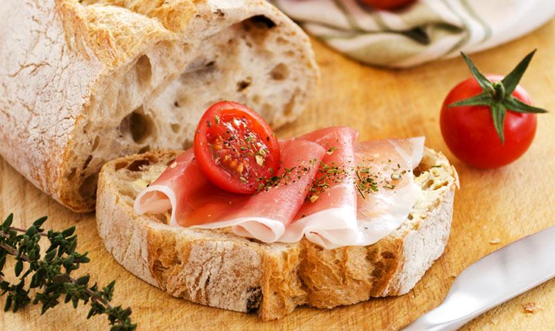 Hora del aperitivo: Ahumados, conservas, quesos... ¿con qué tipo de pan combinan mejor?