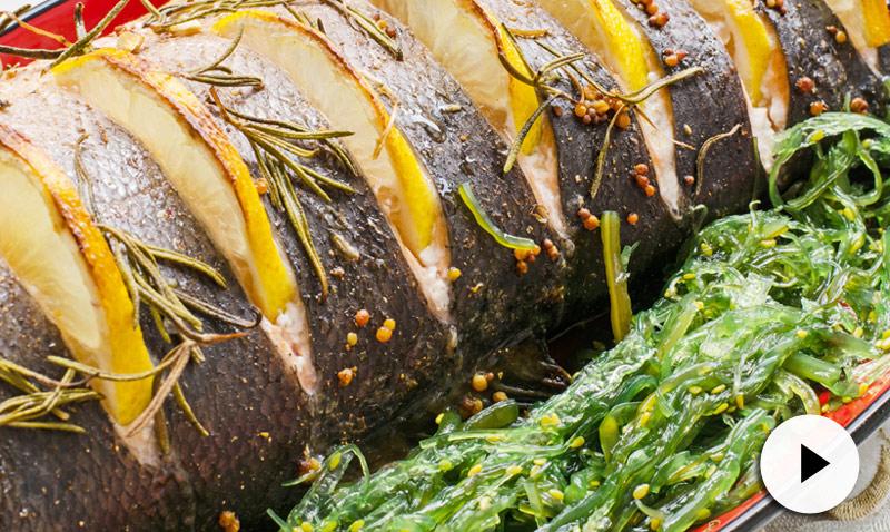 Vídeo-recetas: una forma sencillísima y muy sana de preparar pescado al horno