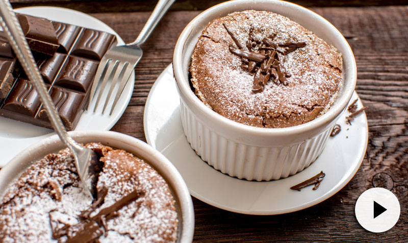Recetas en vídeo: endulza tus menús con este 'soufflé' de chocolate