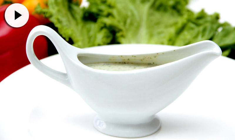En vídeo: ¿Sabes hacer una salsa verde? Ésta, quizá no (¡y deberías porque está deliciosa!)