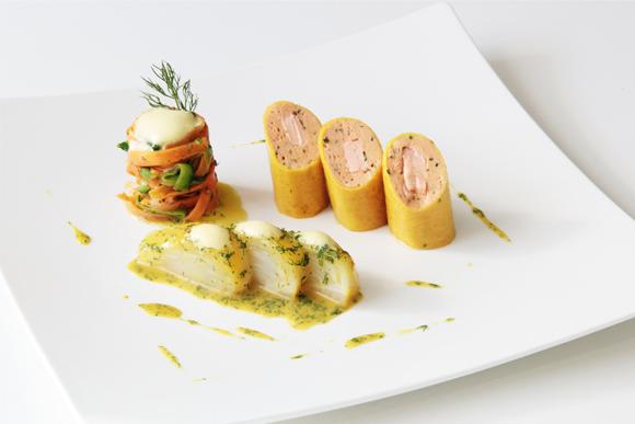 Canelones de salmón y buey de mar, con 'fetuccini' de verduras e hinojo braseado