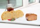 'Foie gras' al Oporto con manzanas caramelizadas y 'chutney' de cítricos, en 'brioche' tostada