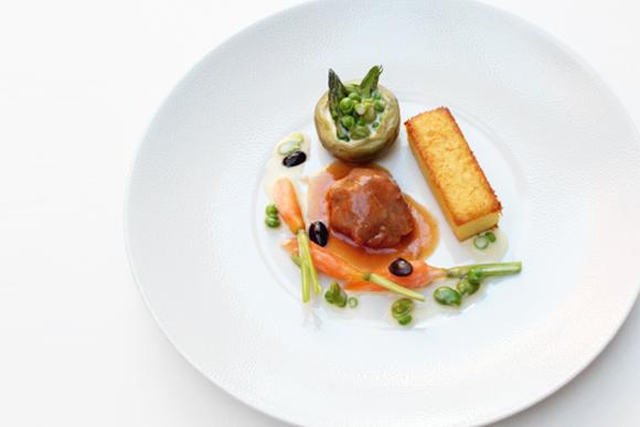 Estofado de cordero lechal con verduras y polenta