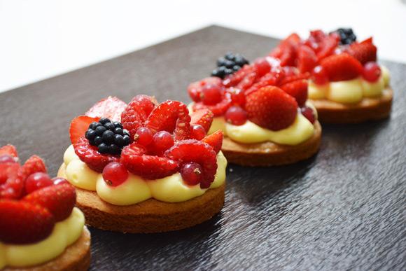 Tartaleta bretona de crema ligera y frutos de temporada