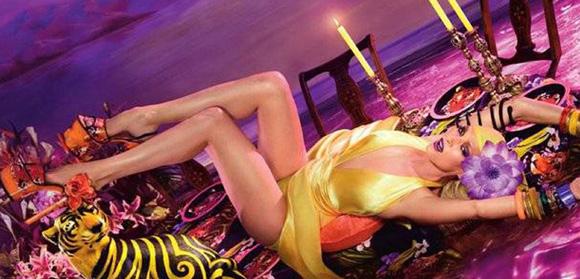 Uma Thurman, más sensual que nunca como imagen de un conocido refresco