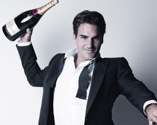 La elegancia de Roger Federer, al servicio de una conocida firma de champán