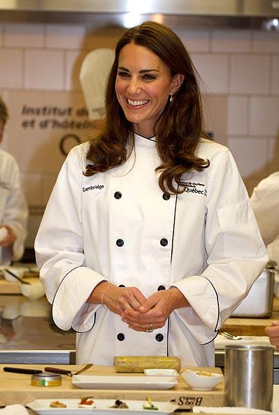 La Duquesa de Cambridge da clases de cocina con la televisiva chef británica Rachel Khoo