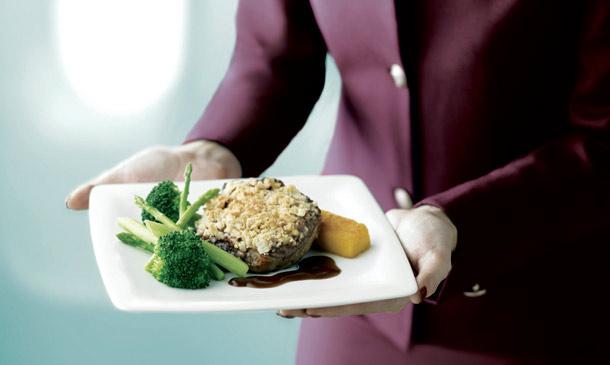 Gastronomía de altos vuelos: ¿Comer en un avión y, además, hacerlo bien? ¡Una 'sabrosa' realidad!